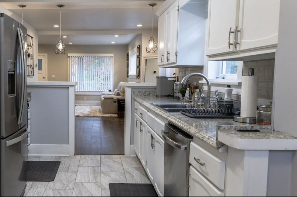 Private Kitchen, Chic, Modern Luxury in the Heart of Vehicle City