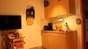 Kühlschrank, Mikrowelle, Herdplatte, Toaster