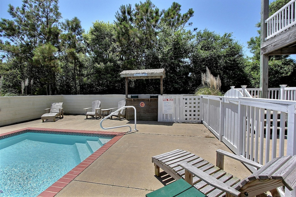 Pool, Expansive Home With Private Pool and Hot Tub, High-speed Wifi, and Central AC