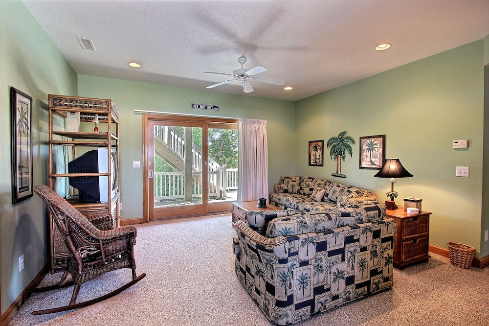 Living Room, Expansive Home With Private Pool and Hot Tub, High-speed Wifi, and Central AC