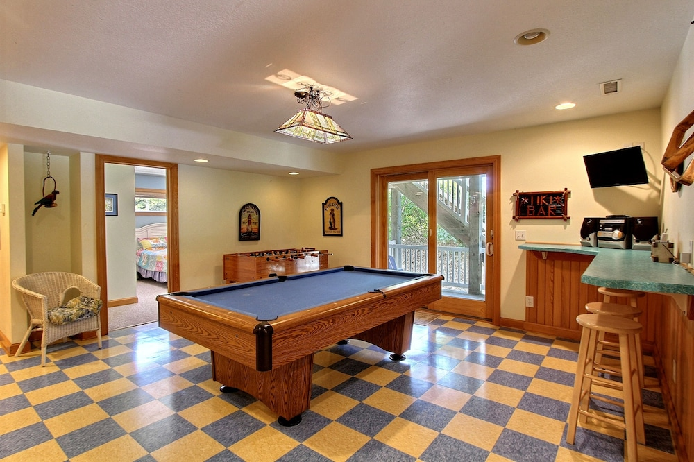 Room, Expansive Home With Private Pool and Hot Tub, High-speed Wifi, and Central AC