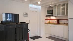 Een koelkast, een microgolfoven, een kookplaat, een vaatwasser