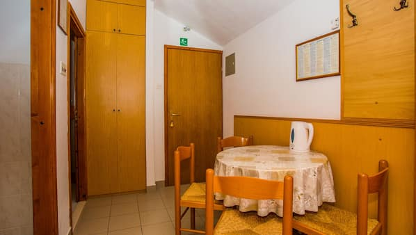 1 bedroom, iron/ironing board, WiFi, bed sheets