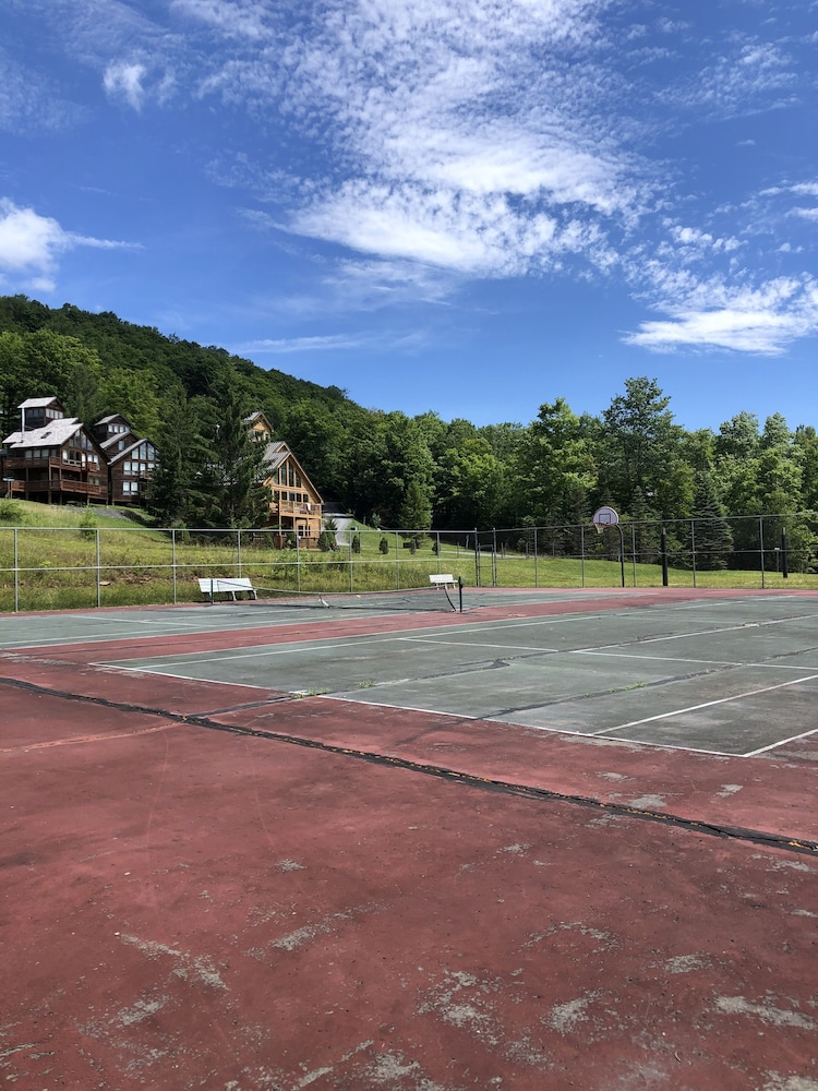 Sport Court, Relax, Reconnect and Unwind in the Mountains!