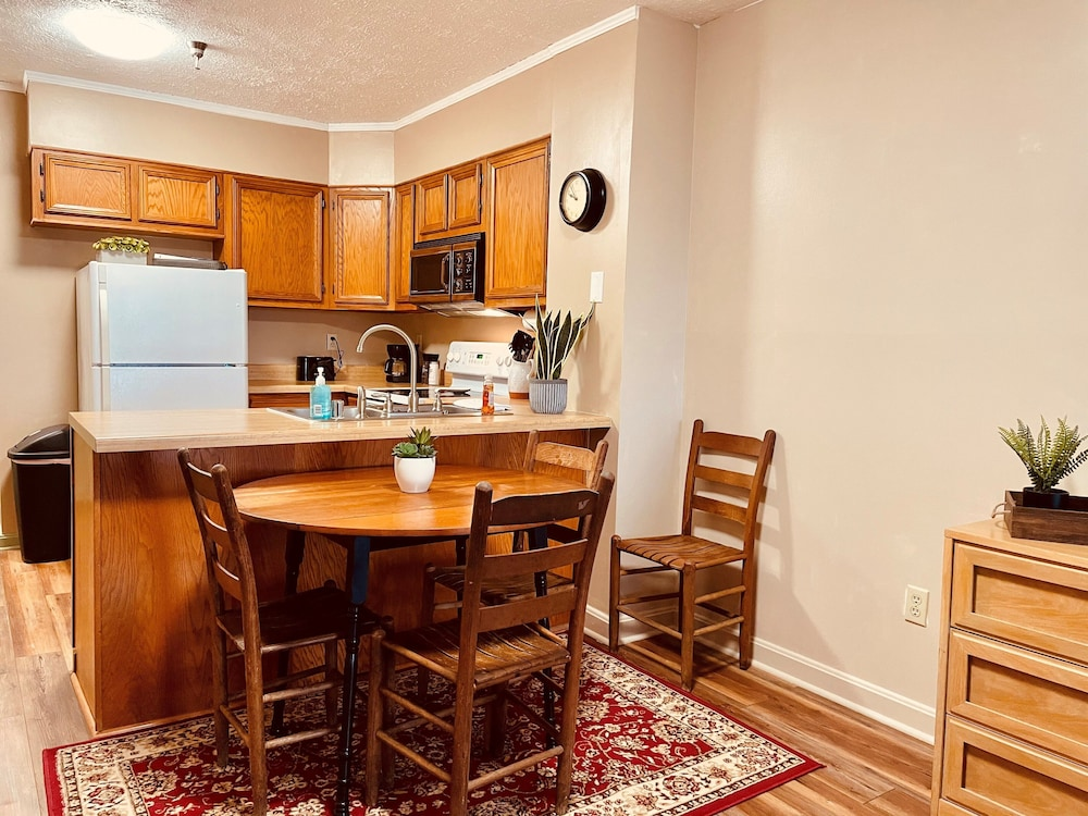 Private Kitchen, Relax, Reconnect and Unwind in the Mountains!