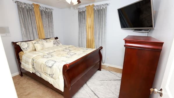 3 bedrooms, iron/ironing board, WiFi, bed sheets