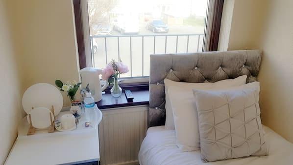1 soverom, strykejern/-brett, internettilgang og sengetøy