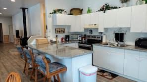 Fridge, oven, stovetop, electric kettle