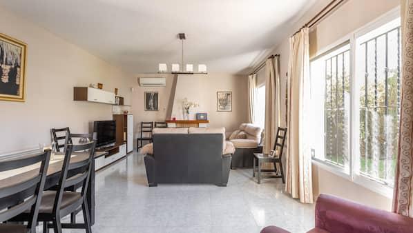 6 bedrooms, iron/ironing board, WiFi