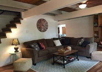Living Room, Beautifully Renovated 5-bedroom Cottage Across From Bass Lake