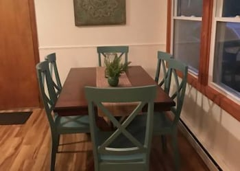 In-Room Dining, Beautifully Renovated 5-bedroom Cottage Across From Bass Lake