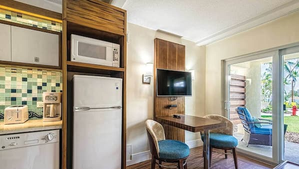 Iron/ironing board, WiFi, bed sheets, wheelchair access