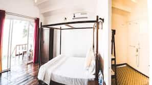 Escrivaninha, cortinas blackout, Wi-Fi de cortesia, roupa de cama