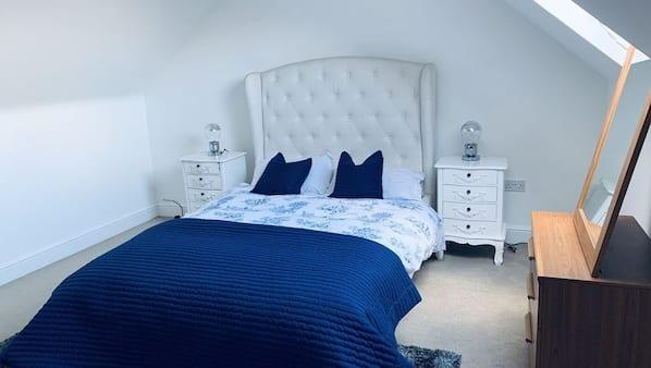 6 bedrooms, iron/ironing board, Internet