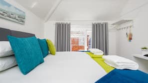 2 bedrooms, desk, WiFi, bed sheets