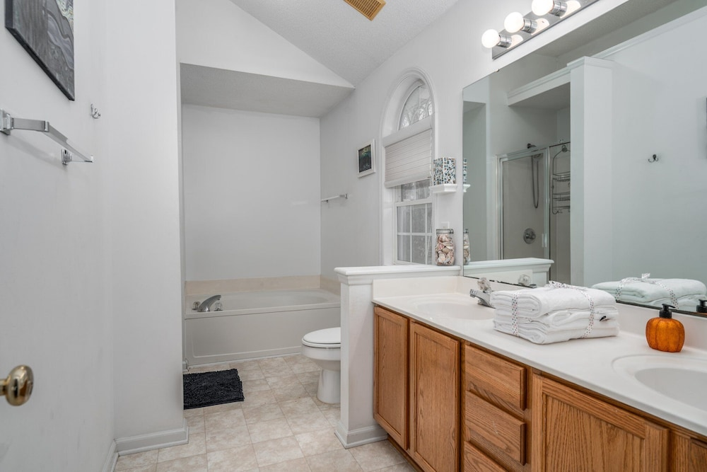 Bathroom, Family Friendly Home With Pool and Treehouse! Pets Welcome!