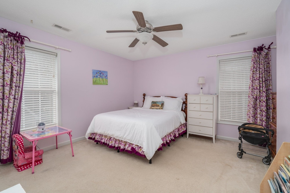 Room, Family Friendly Home With Pool and Treehouse! Pets Welcome!