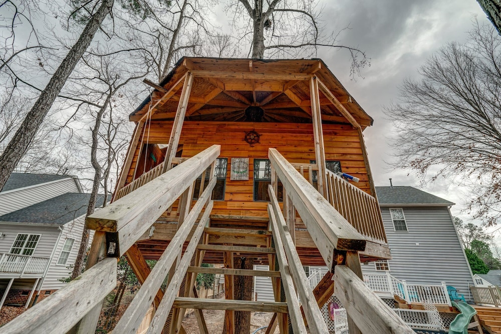 Exterior, Family Friendly Home With Pool and Treehouse! Pets Welcome!