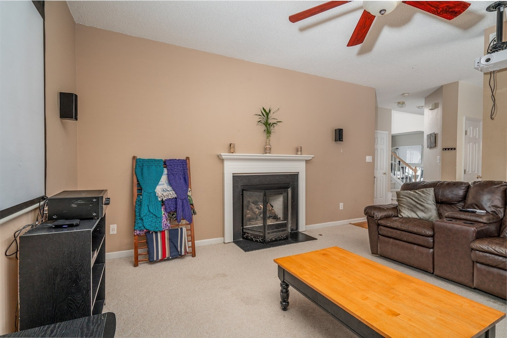 Living Room, Family Friendly Home With Pool and Treehouse! Pets Welcome!