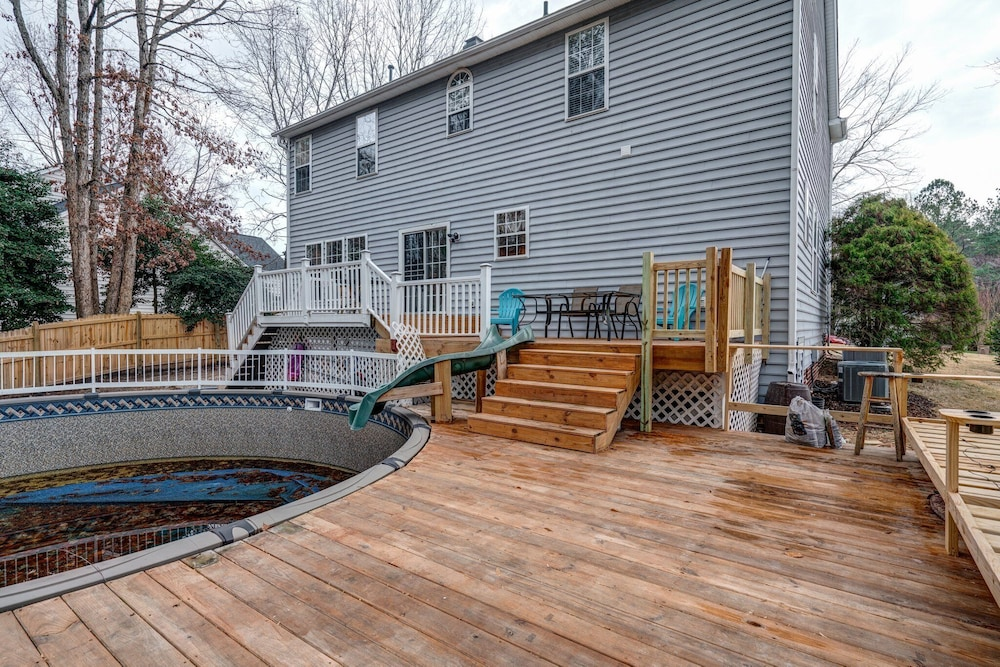 , Family Friendly Home With Pool and Treehouse! Pets Welcome!
