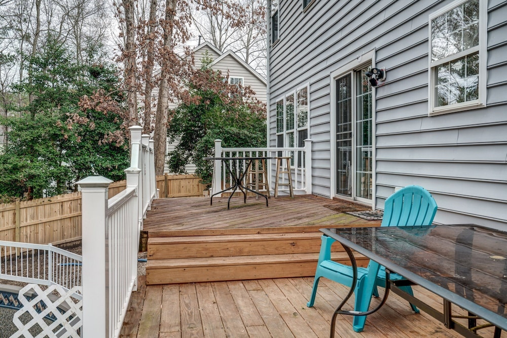 Balcony, Family Friendly Home With Pool and Treehouse! Pets Welcome!