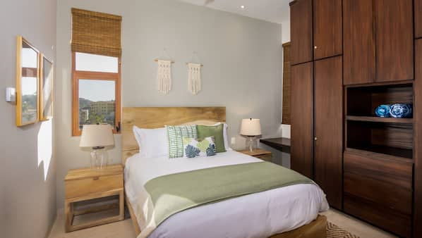 3 quartos, cofres nos quartos, ferros/tábuas de passar roupa, Wi-Fi