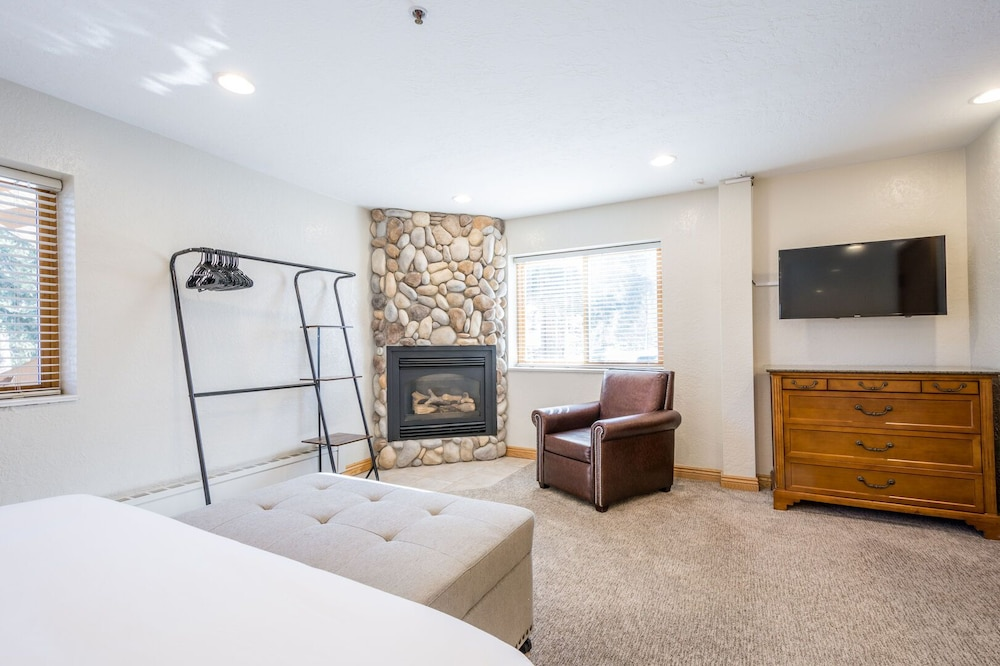 Room, Brighton Ski Resort, Powder Hound 1 Bedroom Chalet Utah