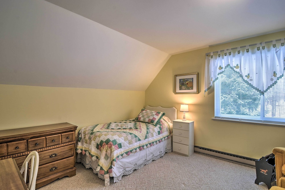 Room, New! Cozy Cottage w/ Hot Tub Access, Walk to Lake!