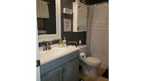 Combined shower/bathtub, shampoo