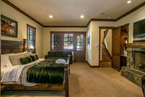 The Lodge at Gray's Crossing by Tahoe Mountain Properties