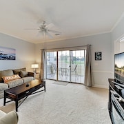Lovely Dual-suite Golf Course Views & Pool 2 Bedroom Condo