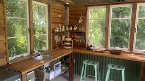 Fridge, hob, coffee/tea maker, electric kettle
