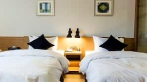 房內夾萬、設計自成一格、家具佈置各有特色、窗簾