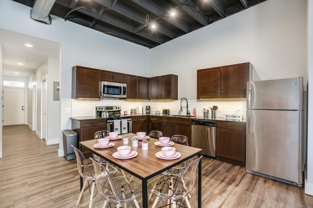 Private Kitchen, Spectacular, Huge, Private, 6 Bedroom Loft