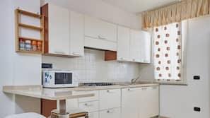 Fridge, oven, dishwasher