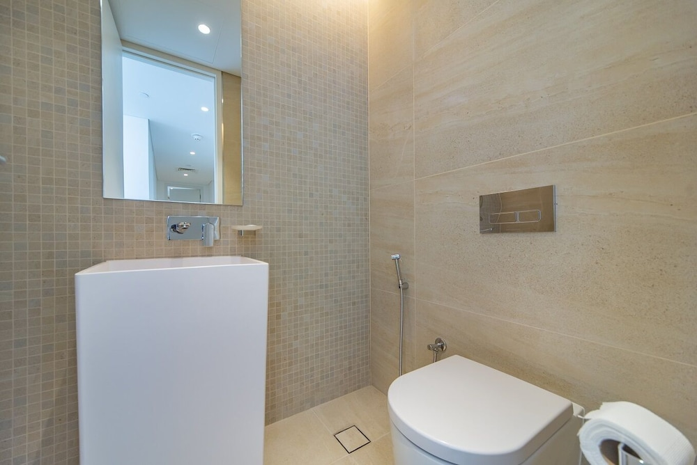 Bathroom, Stunning Apartment in Bluewaters Island