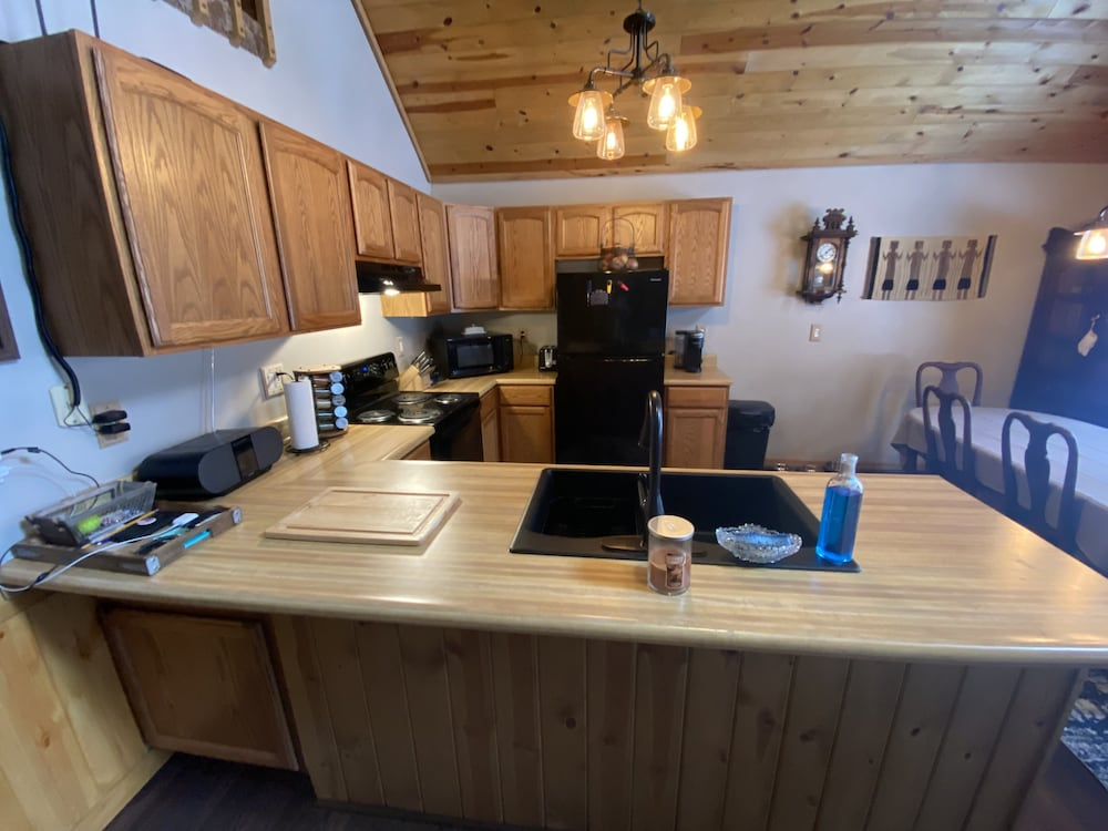 Private Kitchen, Cozy Lodge Nestled in a Beautifully Wooded Setting - Pet Friendly