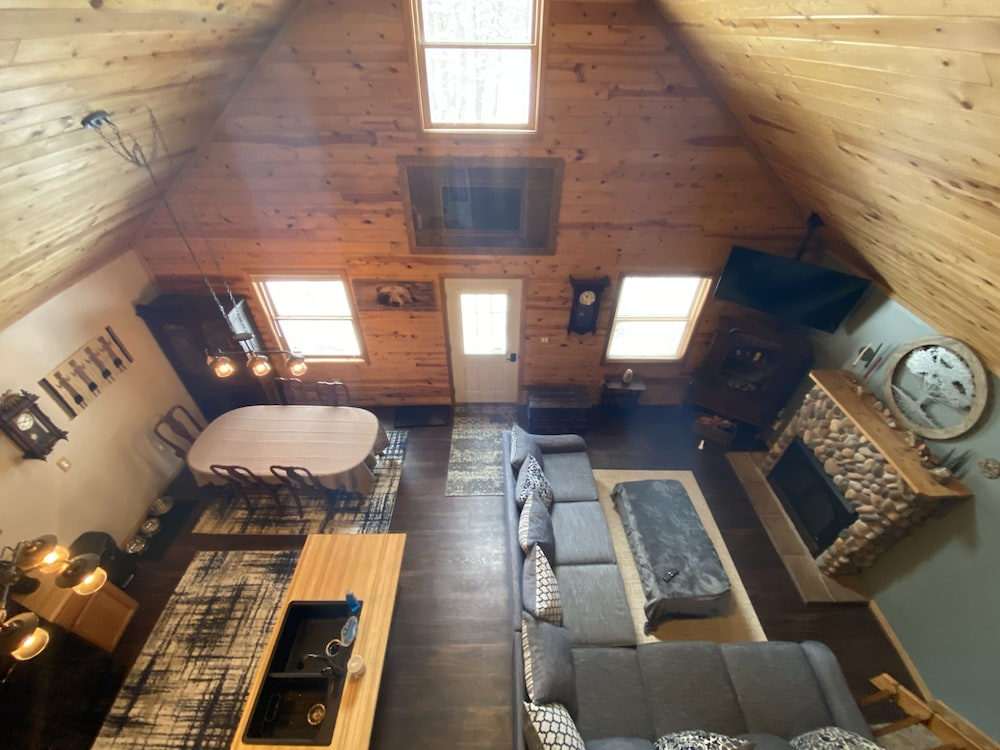 Living Room, Cozy Lodge Nestled in a Beautifully Wooded Setting - Pet Friendly