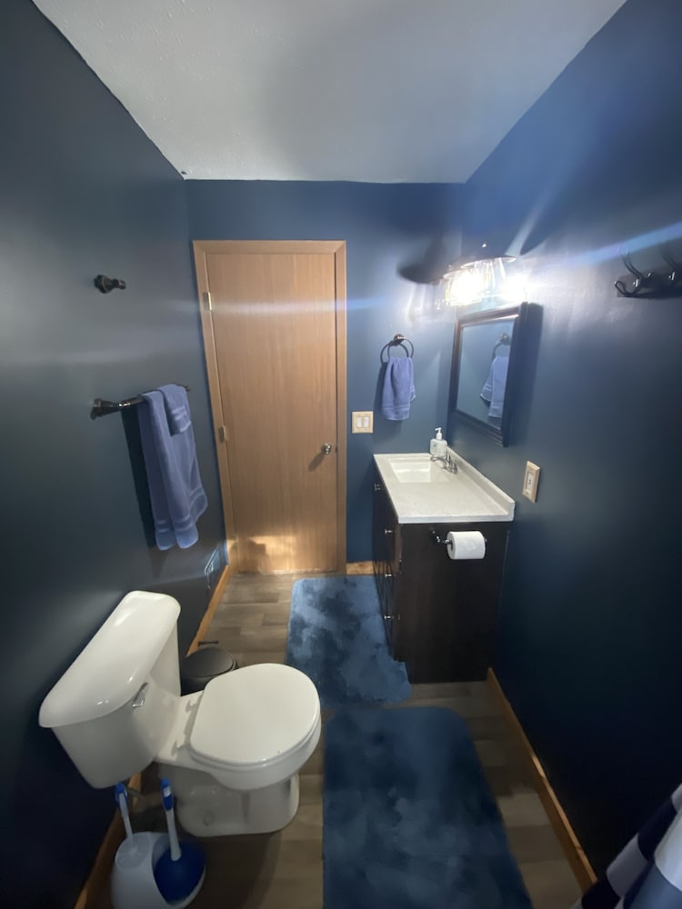 Bathroom, Cozy Lodge Nestled in a Beautifully Wooded Setting - Pet Friendly