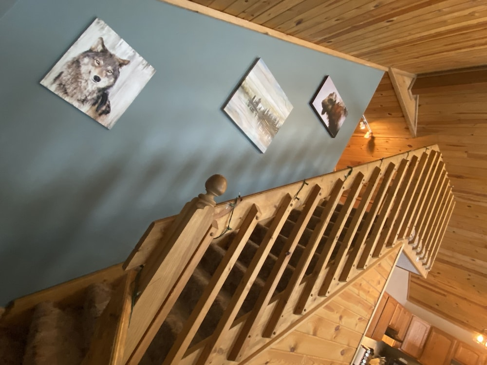 Interior, Cozy Lodge Nestled in a Beautifully Wooded Setting - Pet Friendly