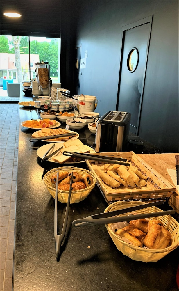 Breakfast buffet, Hotel-Club Lac d'Orient