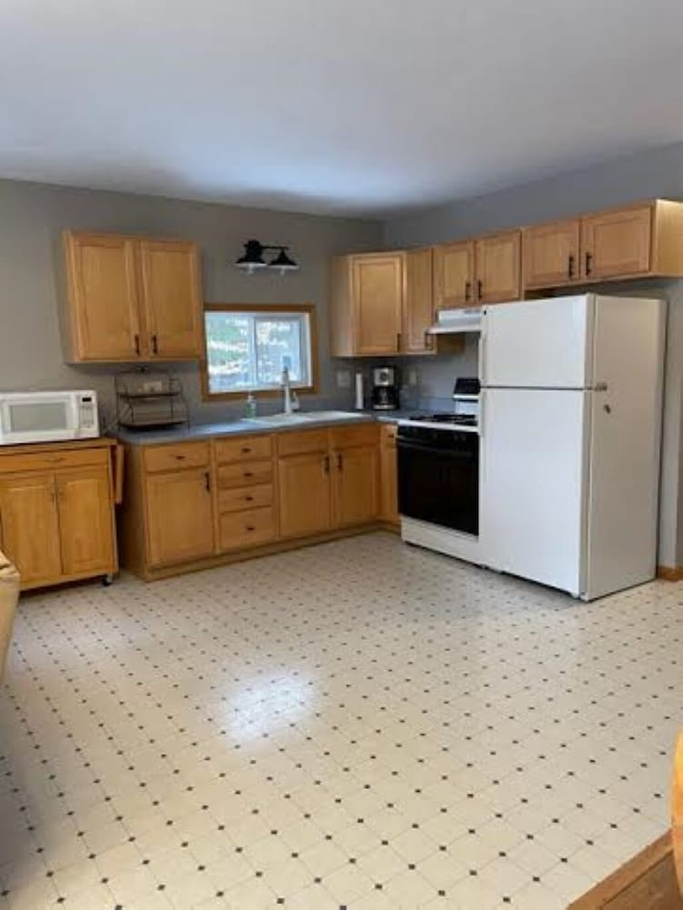 Private Kitchen, Pentwater River House Frontage Direct on River Overlooking 100s of Wooded Acres