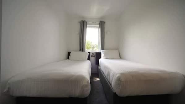 3 bedrooms, travel cot, WiFi