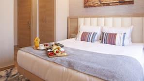 Egyptian cotton sheets, premium bedding, free minibar items, desk