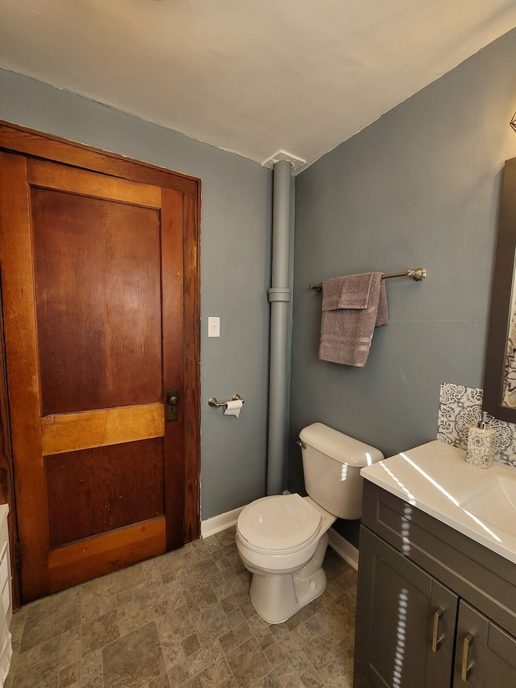 Bathroom, Cute & Cozy 1 Bedroom Apartment - Sleeps 4