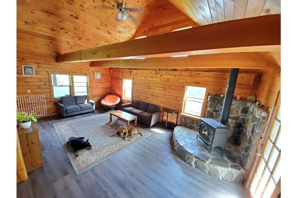 , Gorgeous Cabin W/wifi on 16 Acre Animal Sanctuary