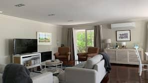 Smart TV, fireplace, DVD player, stereo