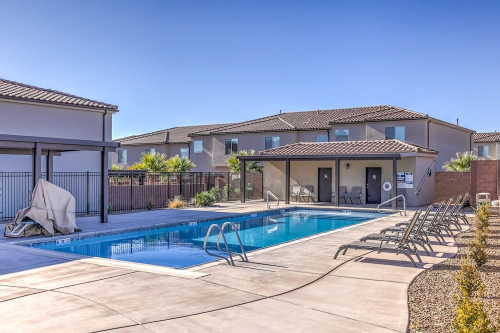 Pool, Vida Sol End Unit Private Hot Tub & Firepit 3 Bedroom Townhouse