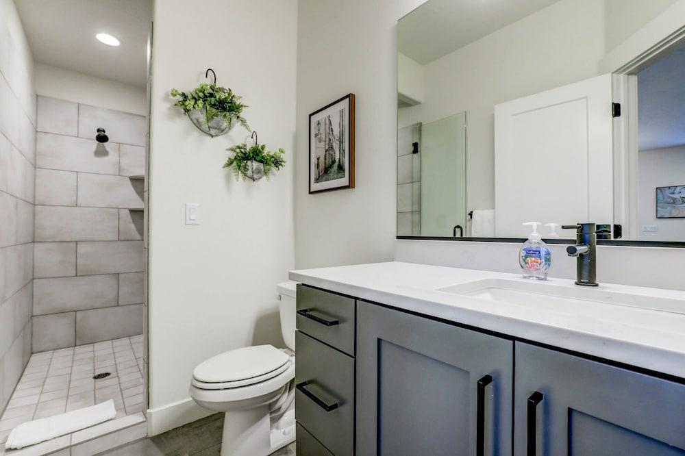 Bathroom, Vida Sol End Unit Private Hot Tub & Firepit 3 Bedroom Townhouse