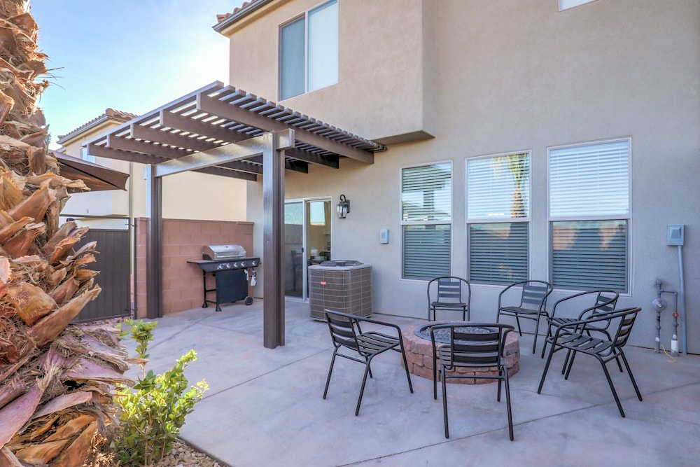 Balcony, Vida Sol End Unit Private Hot Tub & Firepit 3 Bedroom Townhouse